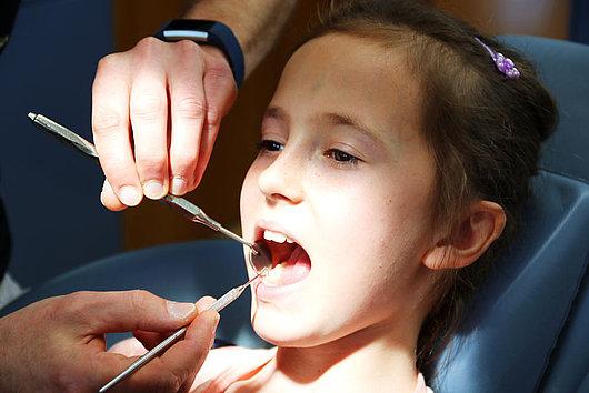Behandung in der Zahnarztpraxis Dr. Pfersich in Dechsendorf